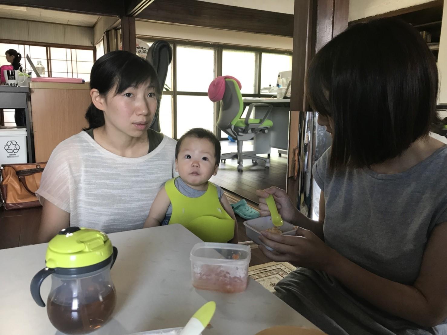 Q.子どもがまだ小さいのでお昼休みの時間帯に、ご飯を食べないこともあると思います。食事や授乳の面で心配です。